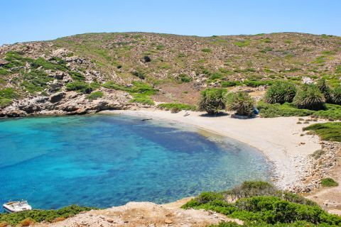 Itanos is a small beach with azure waters, surrounded by short hills and vegetation