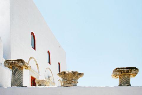 Ancient Greek-style building decoration.