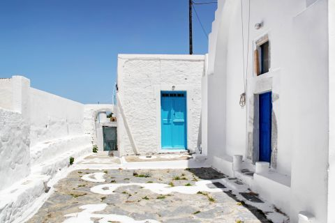 Whitewashed buildings in Lagada village