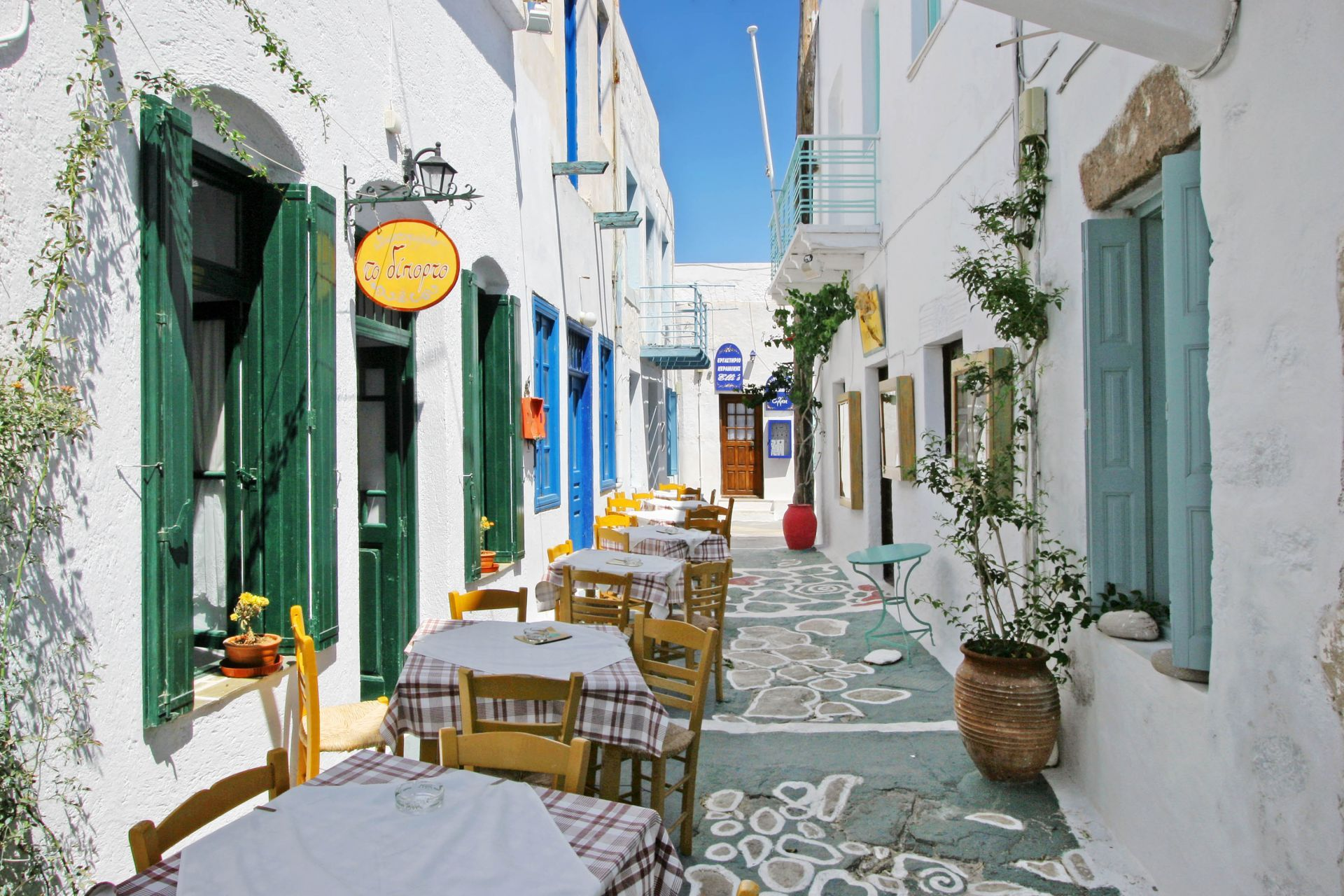 Places to eat and drink in Milos