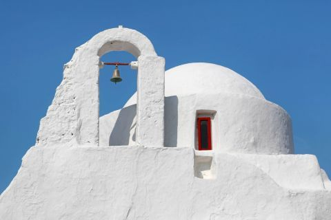 The whitewashed church of Panagia Paraportiani
