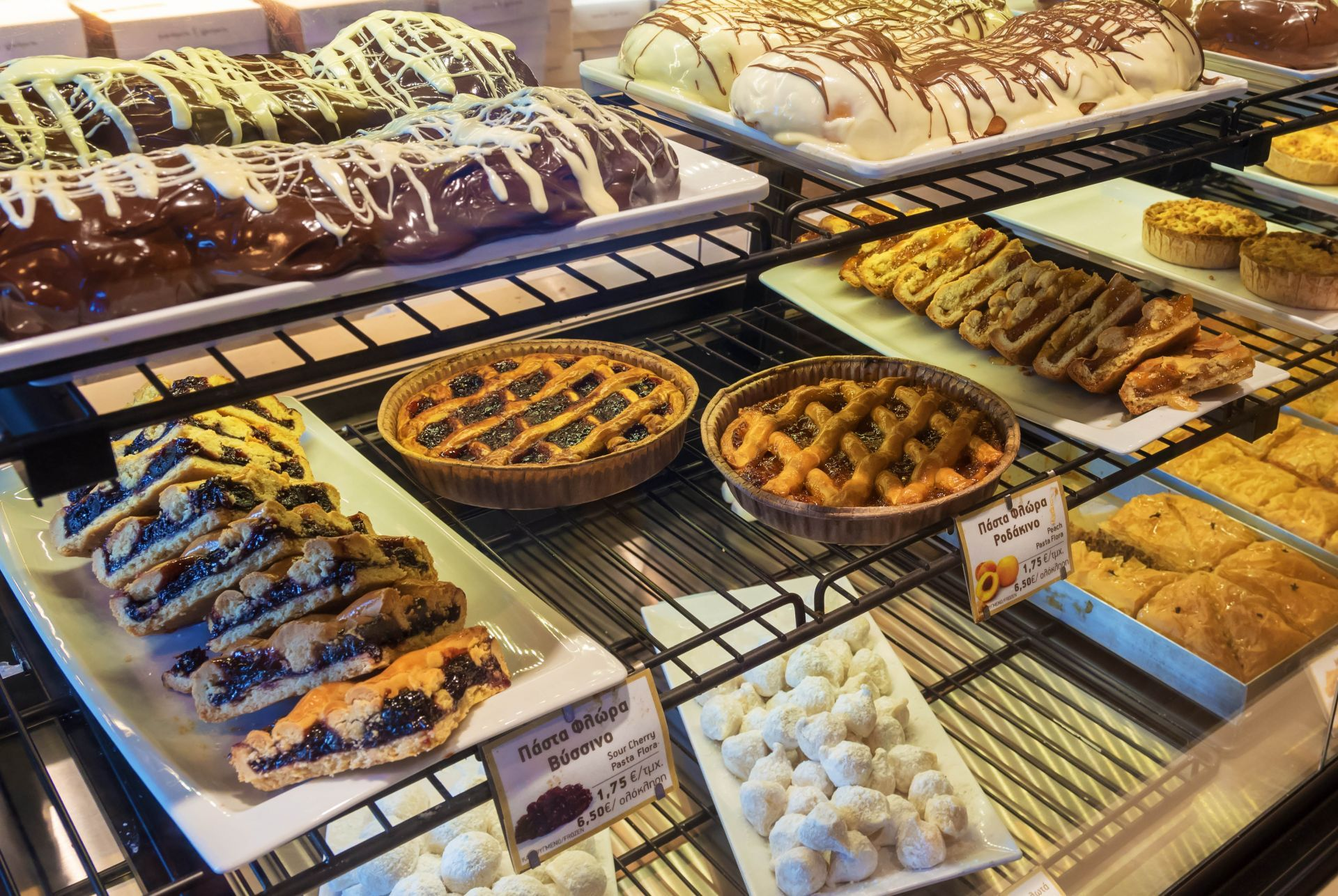 Places for delicious desserts in Naxos