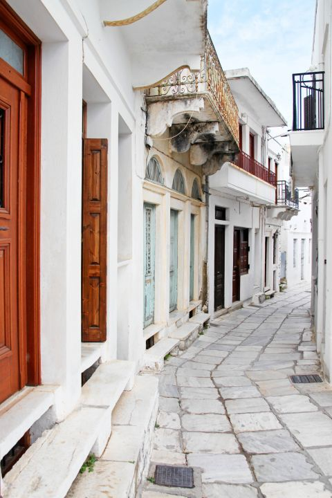 Paved alley in Apiranthos village