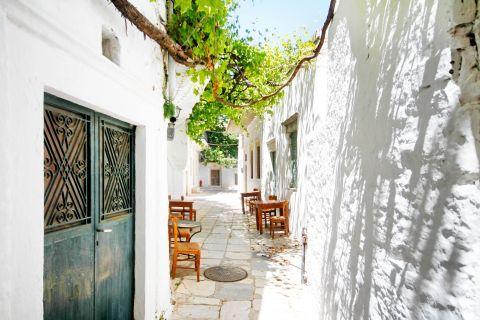 Paved whitewashed alley in Apiranthos village