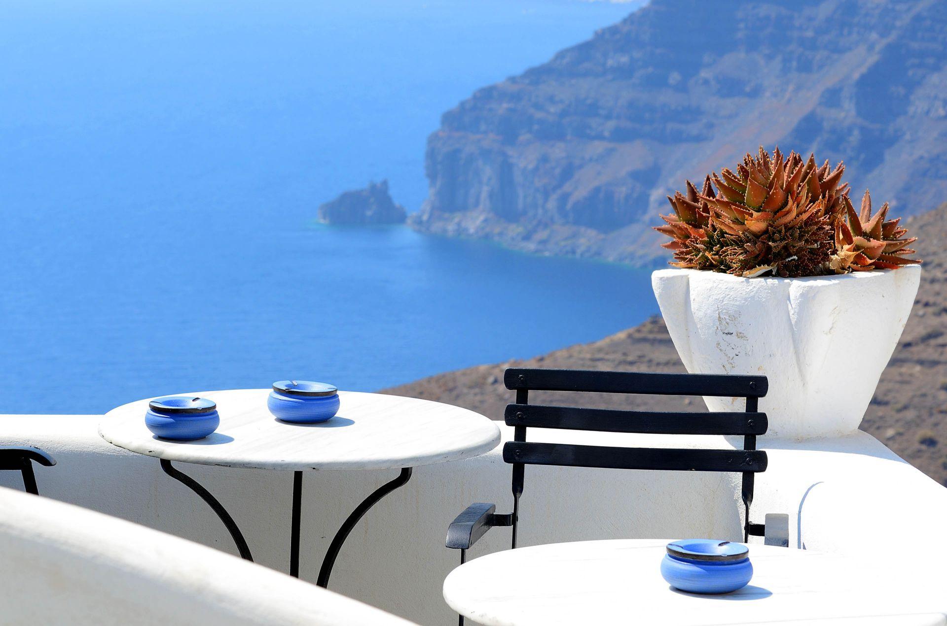 Cafes in Santorini