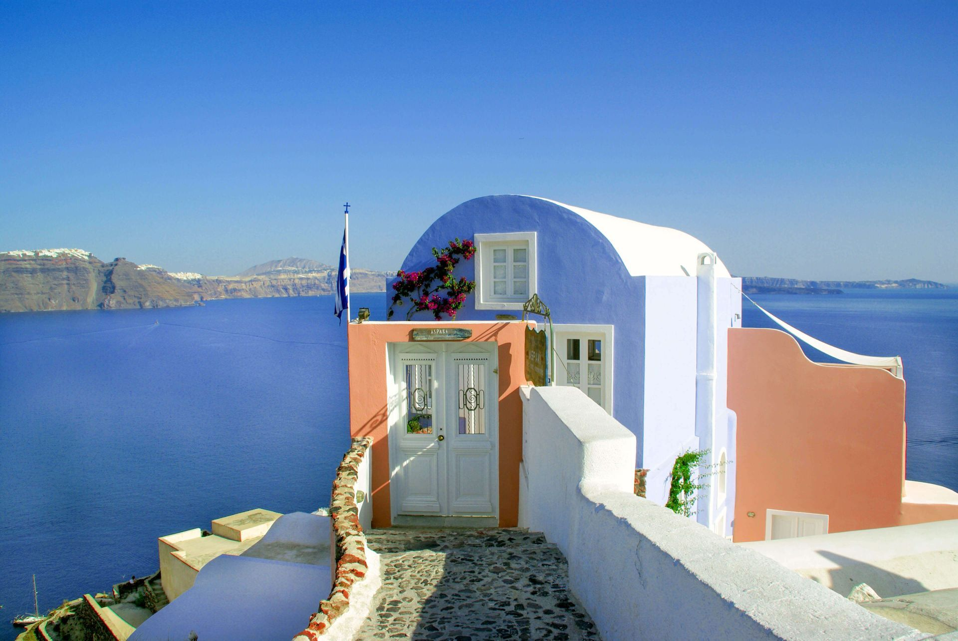 Santorini: Oia, the most famous village of Santorini