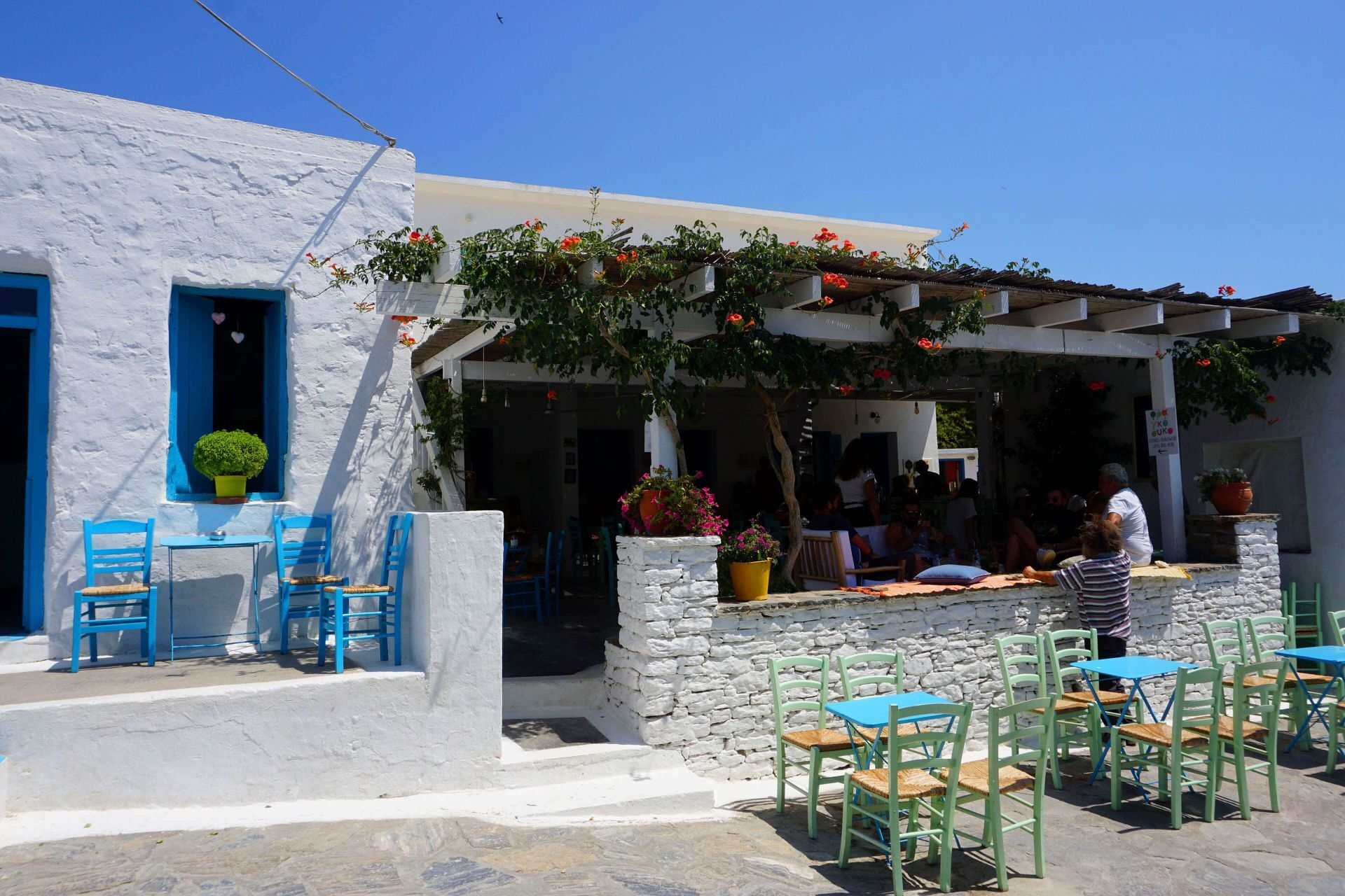 Places to eat and drink in Schinoussa