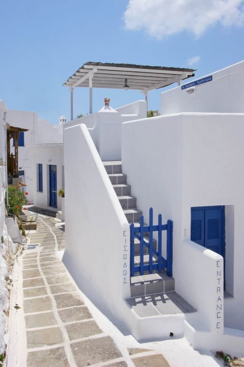 Apart from houses, taverns and cafes are also constructed and decorated in the Cycladic way.