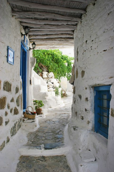 One of the many archways that are worth exploring. Chora, Serifos.