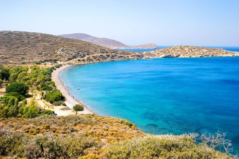 Plaka beach: A quiet spot with amazing natural surroundings and blue waters