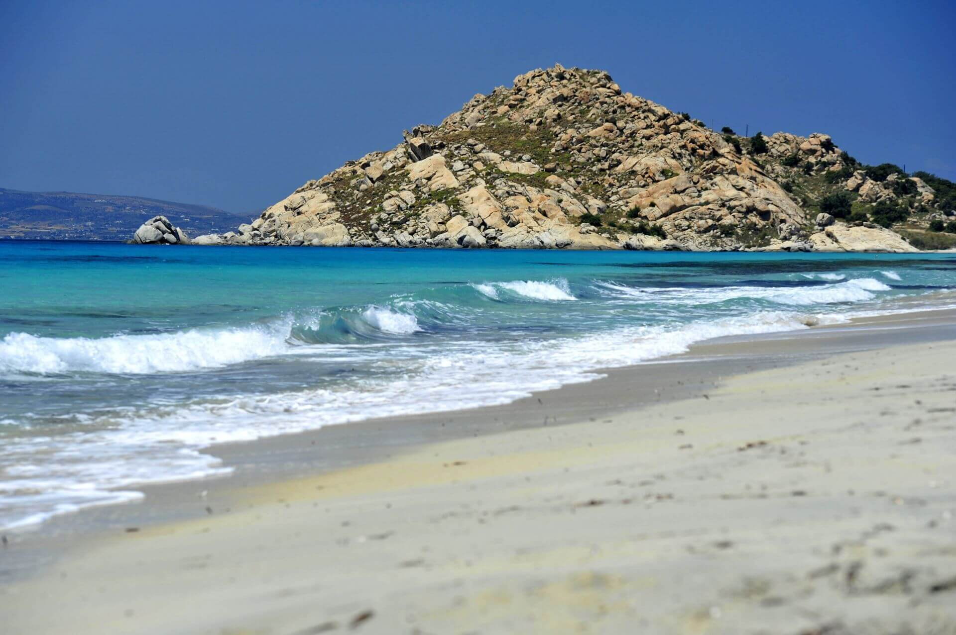 Cyclades: The beach of Mikri Vigla in Naxos