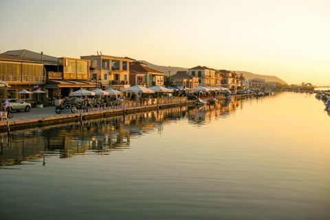 Places to eat and drink on the Town promenade in Lefkada.