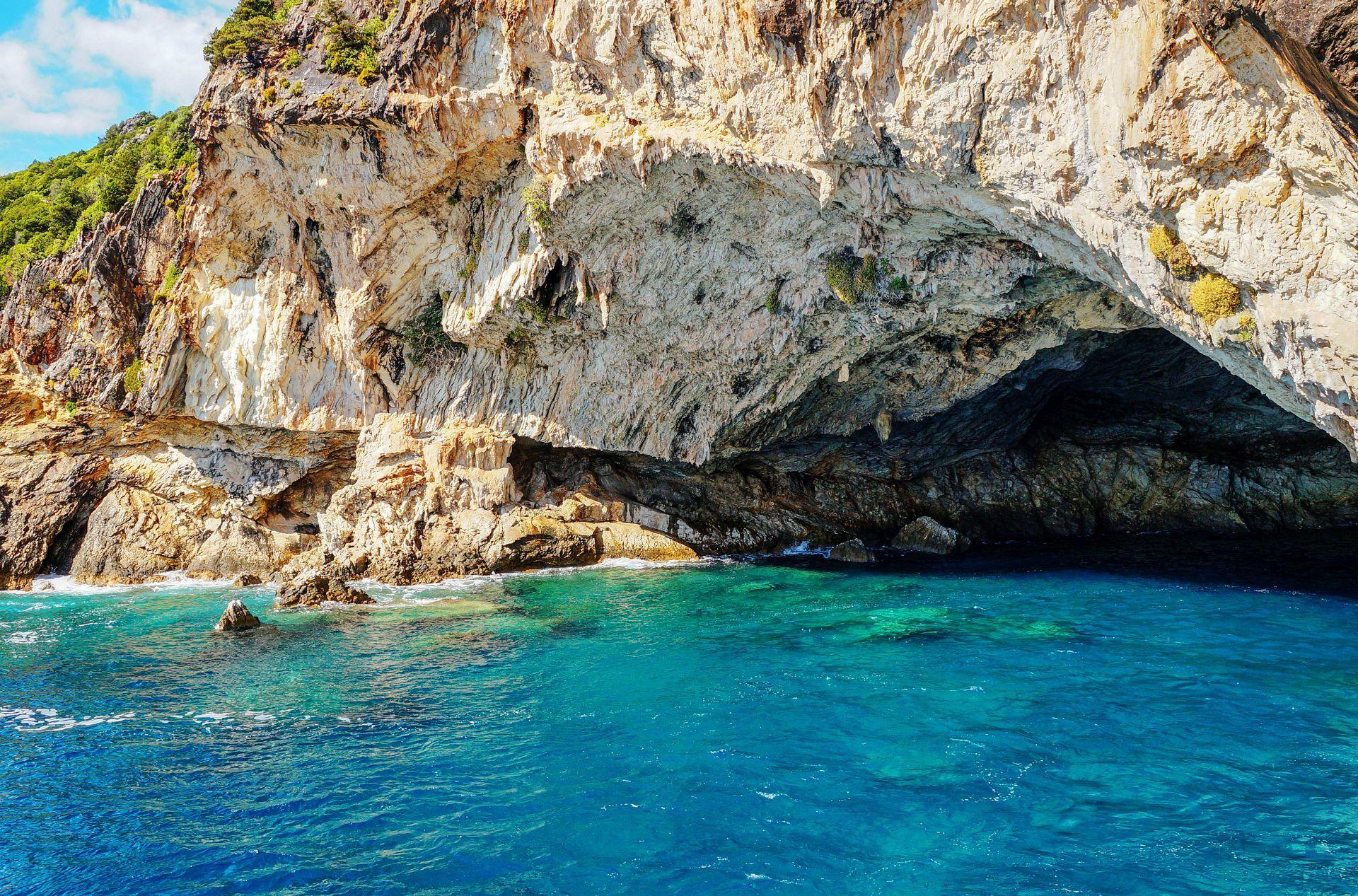 Meganisi island: Sea caves