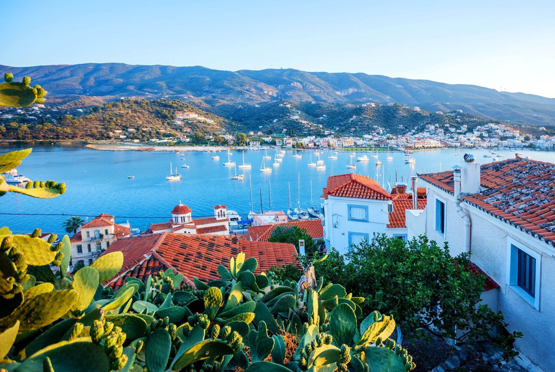 Accommodation and hotels in Poros