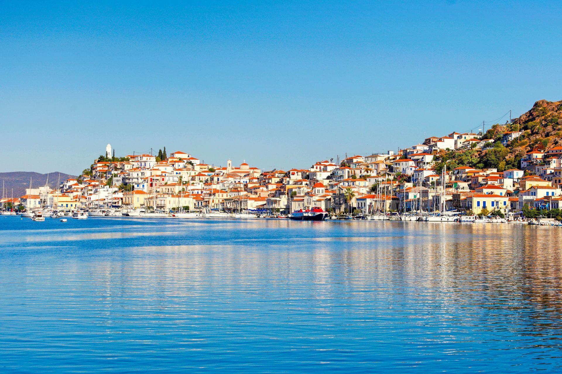Poros island: Town