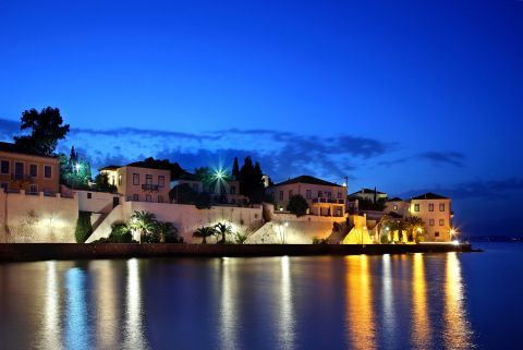 Spetses by night