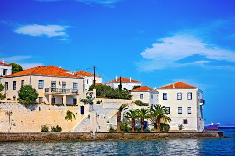 Impressive mansions in Agios Nikolaos neighborhood