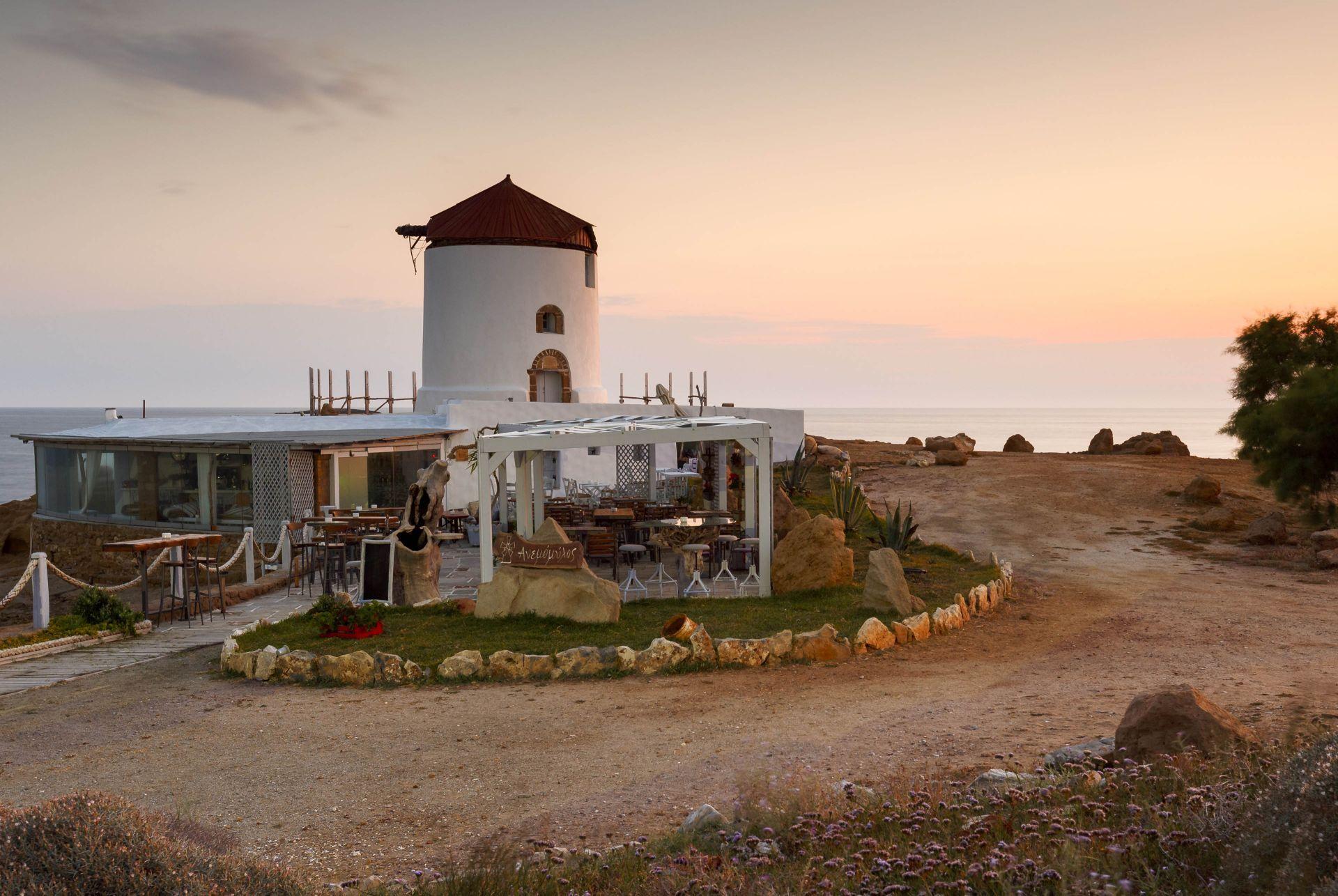 Reastaurants in Skyros