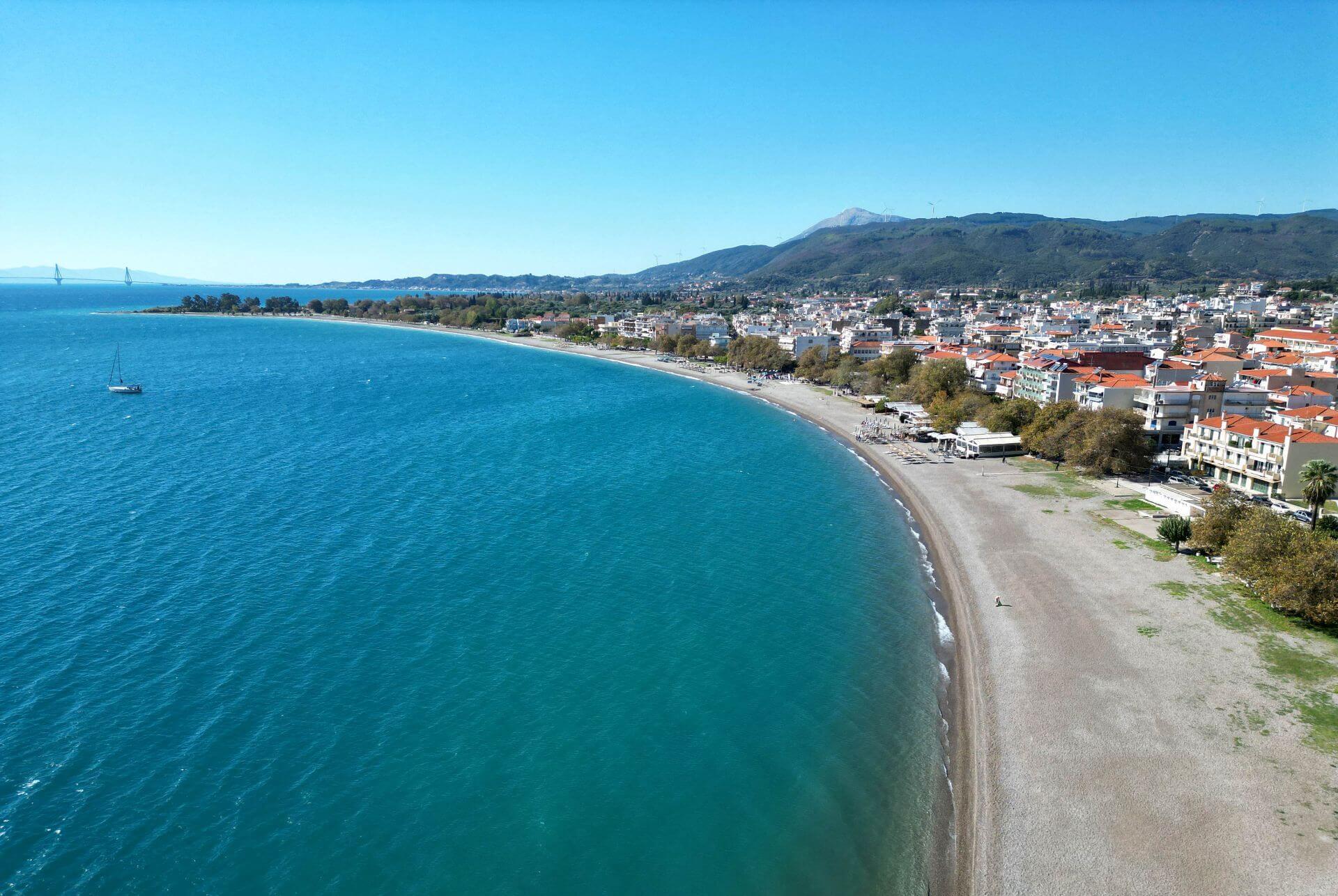 Nafpaktos: Town beach