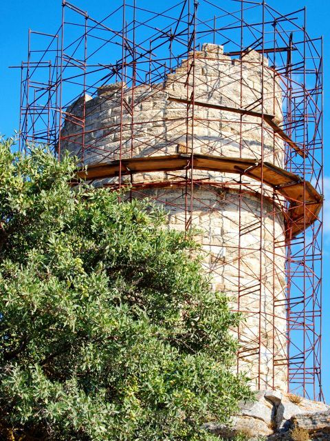 Chimaros Tower: The round Chimaros Tower in Naxos was constructed in the 4th century BC