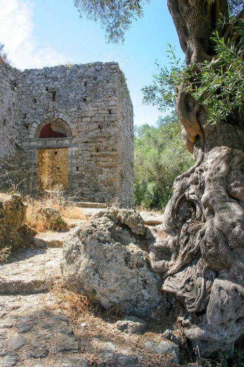Gardiki Castle: The Byzantine Castle of Gardiki