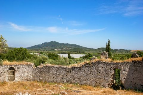 Gardiki Castle: Ruins of the Castle of Gardiki
