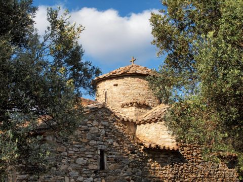 Agios Georgios Diasoritis: The church of Agios Georgios Diasoritis is surrounded by lush vegetation