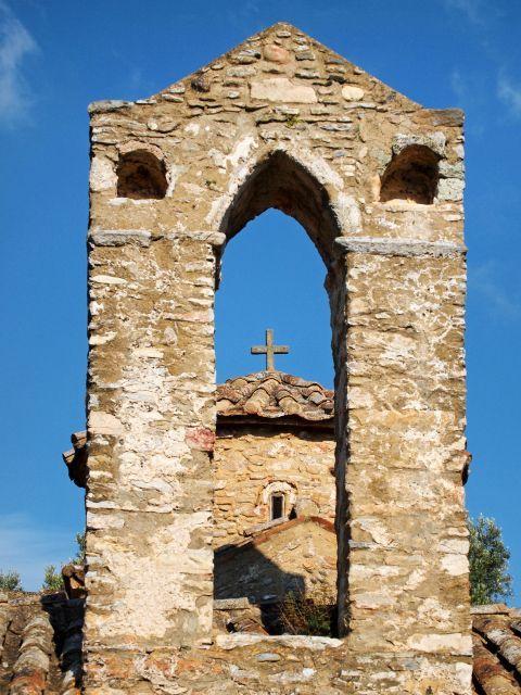 Agios Georgios Diasoritis: The church of Agios Georgios Diasoritis is made of stone