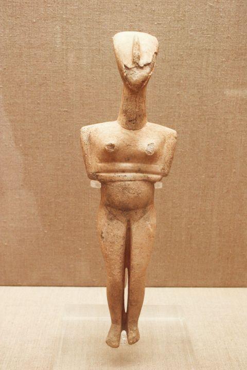 Prehistoric Thera Museum: A small Kouros statue in the Museum of Prehistoric Thera