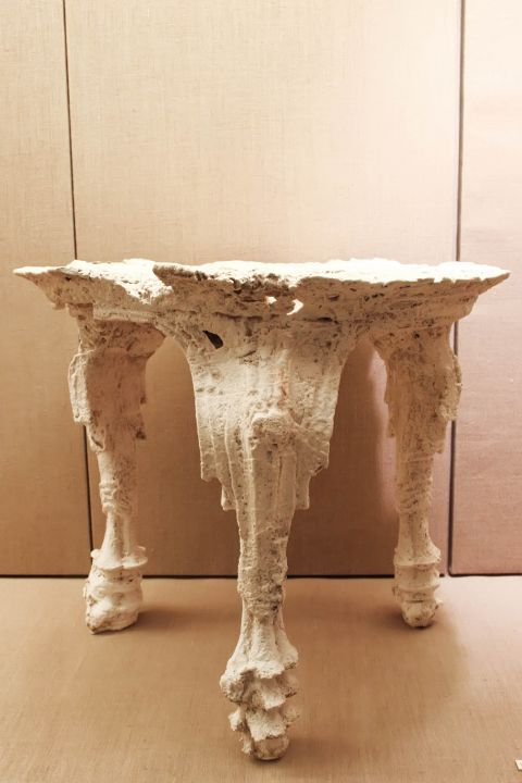 Prehistoric Thera Museum: An ancient table from Akrotiri in the Museum of Prehistoric Thera