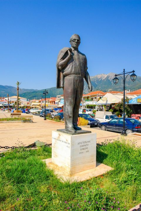 Statue of Aristotle Onasis: The statue of Aristotle Onassis in Nydri
