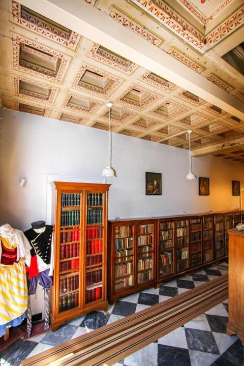 Iakovatios Library: A wide collection of books