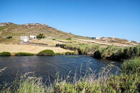 Artificial Lake of Ano Mera Dam: There is little vegetation in the area of the artificial lake
