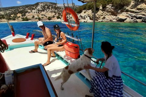 Rina Cave: Getting to Rina Cave from Panermos with the Gialitissa excursion boat