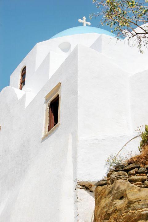 Panagia Gremiotissa: The Cycladic church of Panagia Gremiotissa