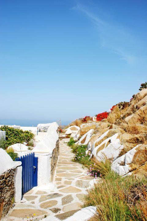 Panagia Gremiotissa: The paved, narrow path leading to the church of Panagia Gremiotissa