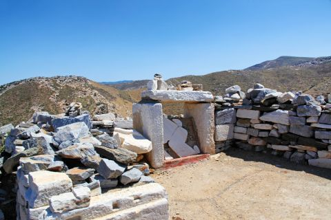 Homer Tomb: The Tomb of Homer in Ios