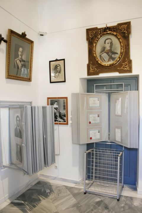 Naval Museum: Exhibits about people, who have been important for the Greek history