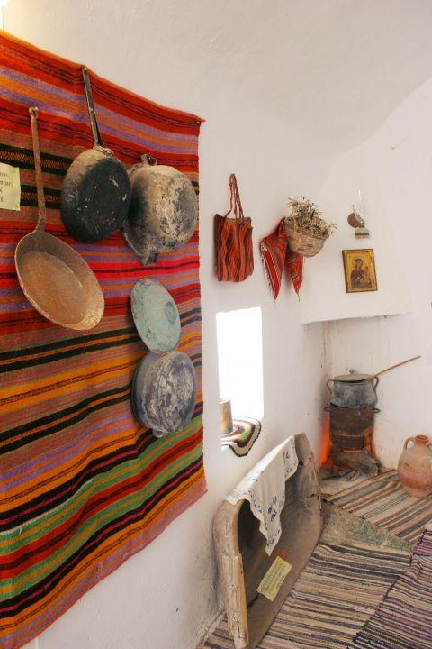 Chrissoskalitissa monastery: Folklore items