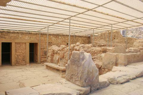 Knossos Palace: Exhibits of the Minoan era