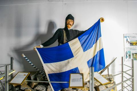 Wax Museum: Among the exhibits there are fighters and scenes of the Cretan Revolution.