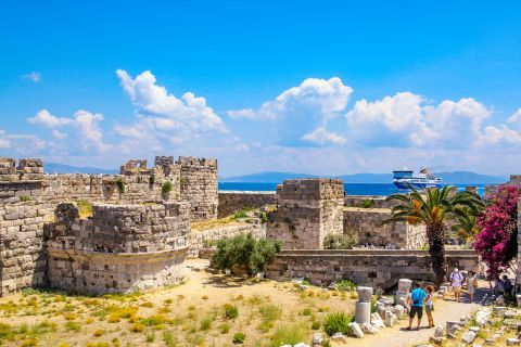 Nerantzia Castle: Neratzia Castle is located at the entrance of the port, Kos Town
