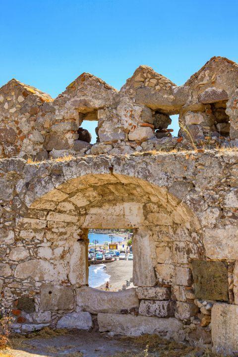 Nerantzia Castle: Stone built walls.