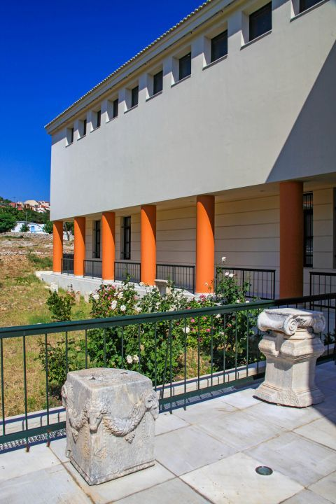 Pythagorion Archaeological Museum: The exhibits show the cultural development of the island and its connection to the towns in mainland Greece and Asia Minor.