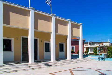 Archaeological Museum: It houses findings from excavations from all over the island. These findings date from the Ancient till the Roman times.