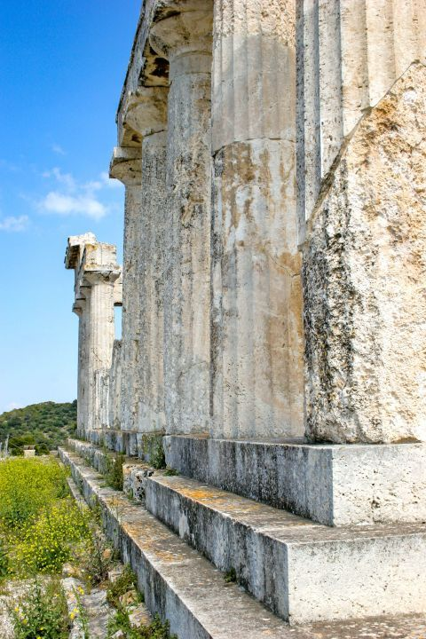 Athena Aphaia Temple: Close view of the columns.