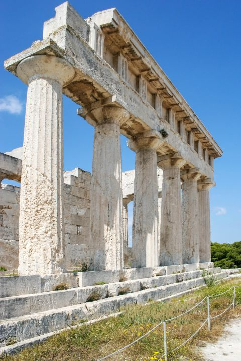 Athena Aphaia Temple: The columns on the sides incline inwards slightly (about 3/4 inches) to lend greater strength to the building.