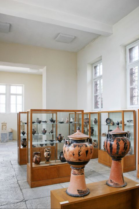 Archaeological Museum: Various ancient vases
