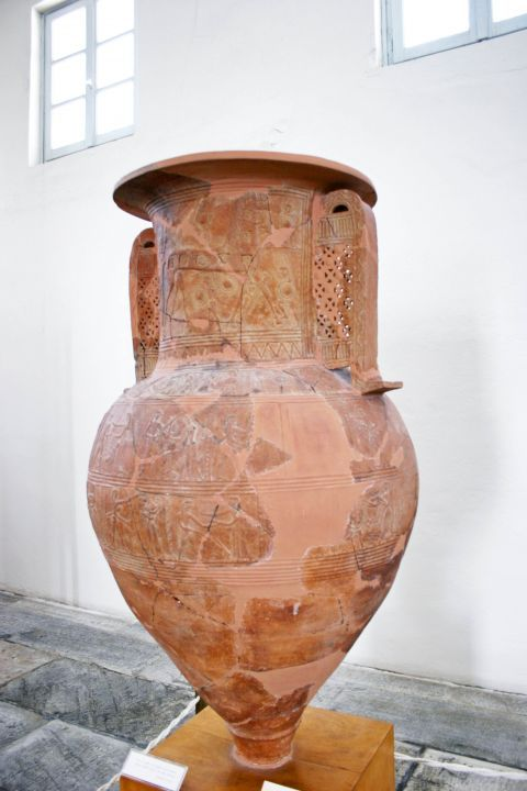 Archaeological Museum: Vase depicting the Trojan Horse