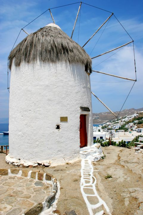 Agricultural Museum: The old windmill, in which the Agricultural Museum of Mykonos is housed